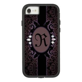 Funda Tough Extreme De Case-Mate Para iPhone 8/7 monograma gótico púrpura del ciruelo negro del