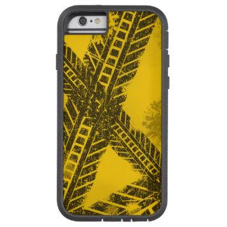 Funda Tough Xtreme iPhone 6 Marca de camino negra apenada Grunge de la pista