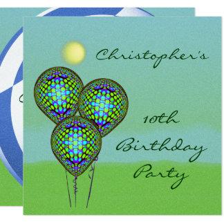 Fútbol azul y blanco con los globos invitación 13,3 cm x 13,3cm
