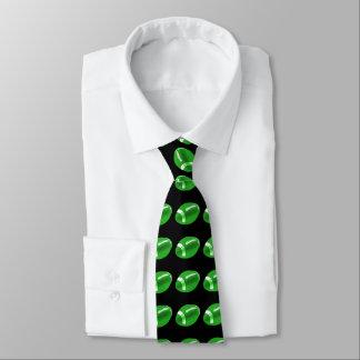 Fútbol verde en la corbata negra