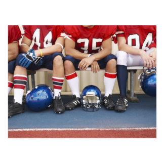 Futbolistas en el banco 2 postal