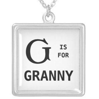 G está para el colgante del monograma de la abueli