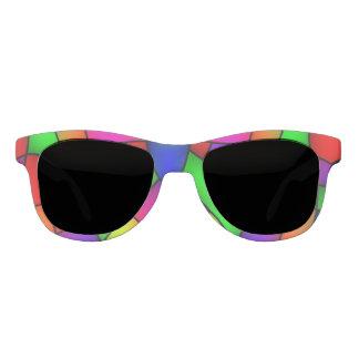 Gafas de sol multicoloras con las manijas rojas