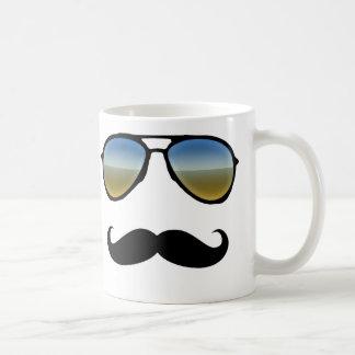 Gafas de sol retras divertidas con el bigote taza de café