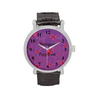 Galaxia de la flor en rojo en violeta reloj de mano