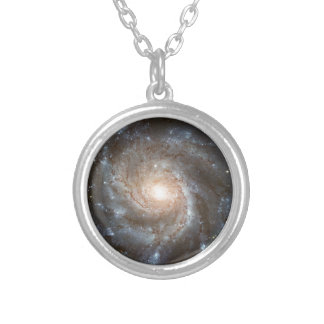 Galaxia del molinillo de viento collar plateado