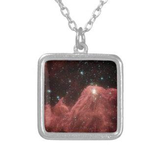 galaxia roja colgante cuadrado