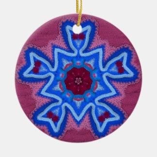 Ganchillo azul 1 del rosa adorno redondo de cerámica