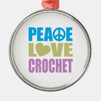 Ganchillo del amor de la paz adorno redondo plateado
