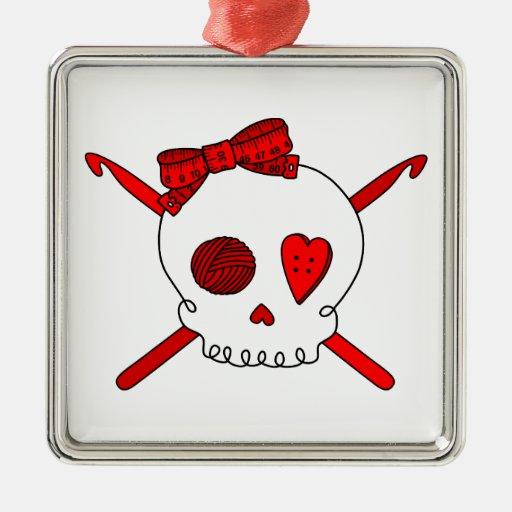 Ganchos del cráneo y de ganchillo (rojos) ornamento de navidad