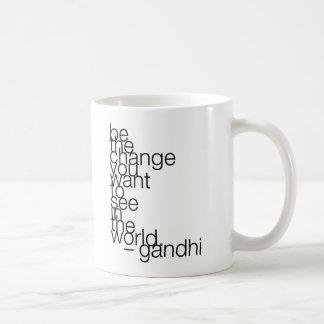gandhi-quote-stiles* taza básica blanca