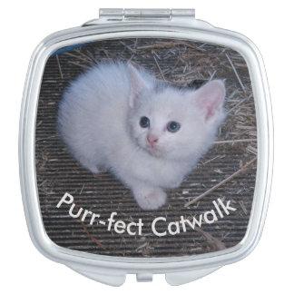 Gatito blanco espejo para el bolso