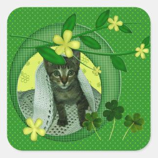 Gatito, flores, tréboles y lunares verdes pegatina cuadrada