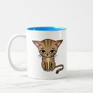 Gatito triste del gato de Tabby Taza De Dos Tonos