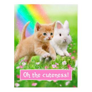 Gatito y conejito con el arco iris postal