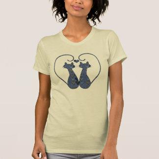 Gatitos gemelos de los corazones del remiendo del camisetas