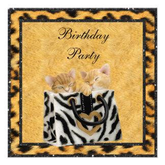 Gatitos y fiesta de cumpleaños del oro de la piel comunicado