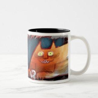 Gato anaranjado loco con mueca dentuda taza de dos tonos