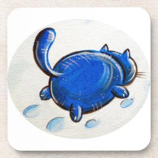 Gato azul en la nieve posavasos de bebida