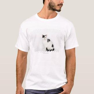 Gato blanco con los puntos negros camiseta