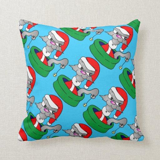 Gato con la almohada de las decoraciones del navid