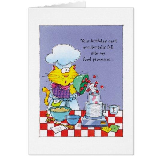 Gato con su tarjeta de cumpleaños en procesador de