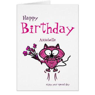 Gato (conocido) del feliz cumpleaños que sostiene tarjeta de felicitación