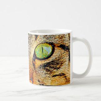 Gato de ojos verdes fascinador taza de café