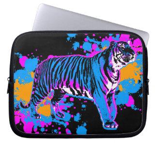 Gato de tigre de la pintura de la salpicadura del fundas computadoras