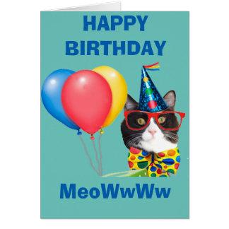 Gato del feliz cumpleaños en el gorra tarjeta de felicitación