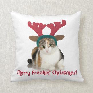 Gato del gatito y Felices Navidad de Freakin de Cojín