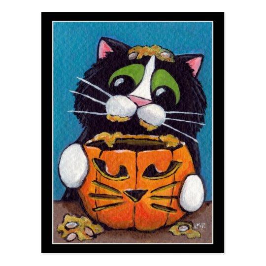 Gato del smoking con la calabaza de Halloween Postal
