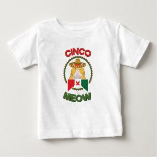 Gato divertido para el día de fiesta del mexicano camiseta de bebé