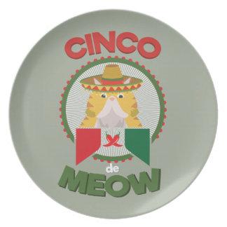 Gato divertido para el día de fiesta del mexicano plato