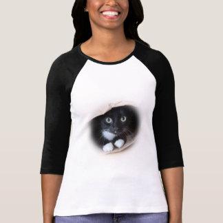 Gato en un bolso camiseta