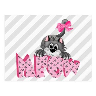 Gato gris y maullido rosado postal