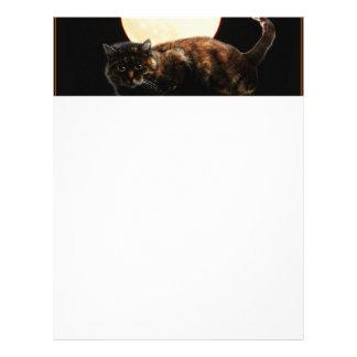 Gato iluminado por la luna tarjetas publicitarias