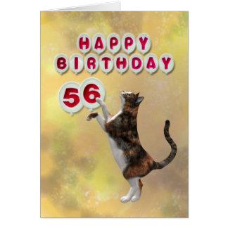 Gato juguetón y 56.os globos del feliz cumpleaños tarjeta de felicitación