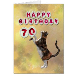 Gato juguetón y 70.os globos del feliz cumpleaños tarjeta de felicitación