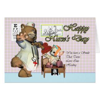 Gato lindo del día de la enfermera pequeño con la tarjeta de felicitación