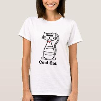 Gato lindo del dibujo animado del gato fresco con camiseta