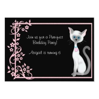 Gato lindo del gatito y cumpleaños de las flores invitación 12,7 x 17,8 cm