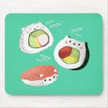 Gato lindo del sushi alfombrillas de ratón