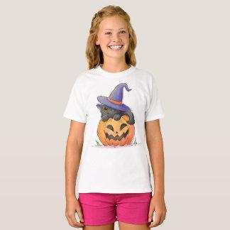 Gato lindo en una camisa de Halloween el | de la