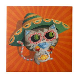 Gato mexicano con el sombrero azulejo cuadrado pequeño