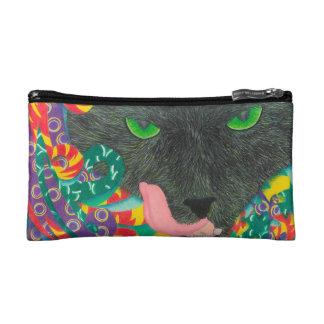 Gato negro asustadizo del bolso cosmético con los