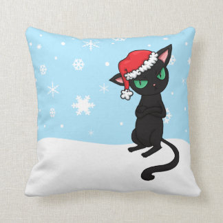 Gato negro gruñón que lleva el gorra de Santa Almohadas