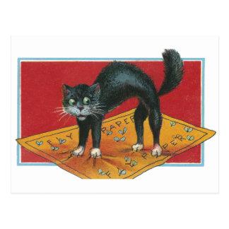 Gato negro pegado en el papel matamoscas postal