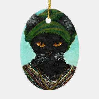 Gato negro que lleva gotas tribales africanas del adorno ovalado de cerámica