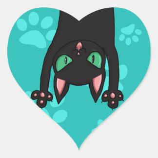 Gato negro que salta pegatina en forma de corazón